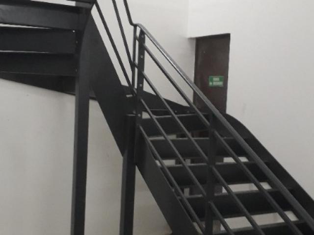 Création d'un Escalier de Secours 2 Quarts Tournant en Métal et Bois 0 St Ouen